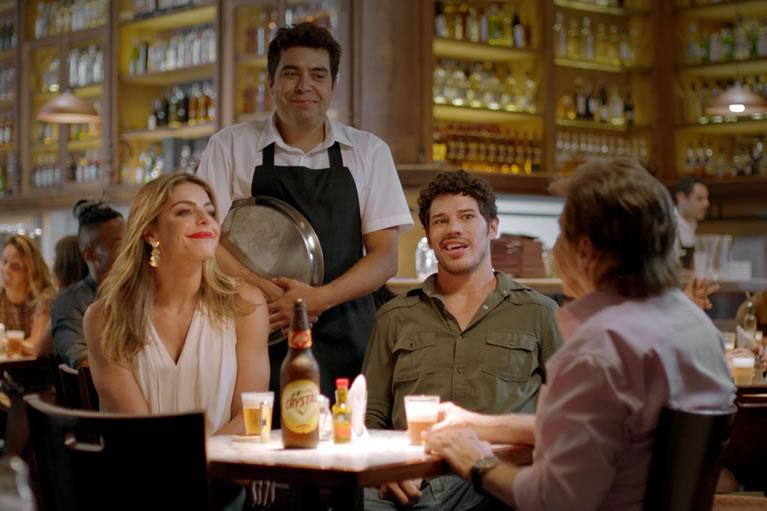 Cerveja Crystal lança novo filme e dá continuidade à série Encontros Inusitados