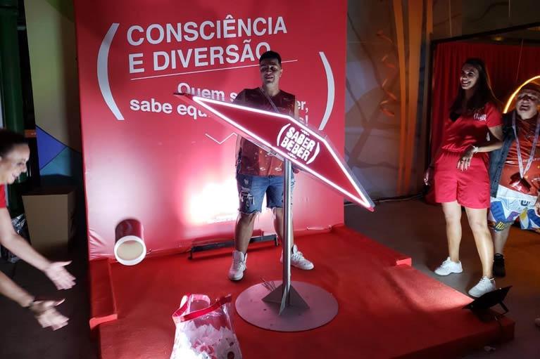 Saber Beber distribui 250 mil garrafas de água para incentivar o consumo responsável no Carnaval